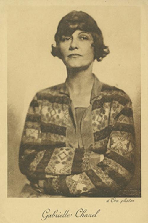 copie-gal-e_portrait_1923_par_doranumero-magazine-exposition-coco-chanel-palais-galliera-octobre-2021-luxe-mode-copie