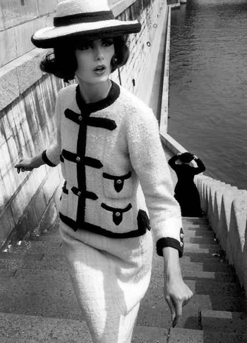 gal-k_klein_chanelnumero-magazine-exposition-coco-chanel-palais-galliera-octobre-2021-luxe-mode