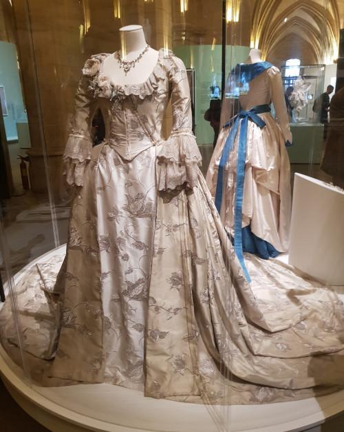 8-la-robe-portée-par-diane-kruger-dans-le-film-les-adieux-à-la-reine-dr
