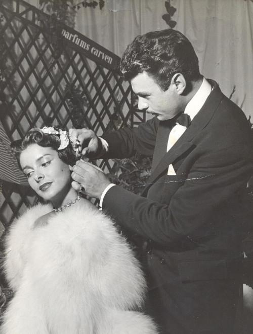 2-jacques-dessange-en-train-de-coiffer-pour-le-défilé-carven-en-1948-dr