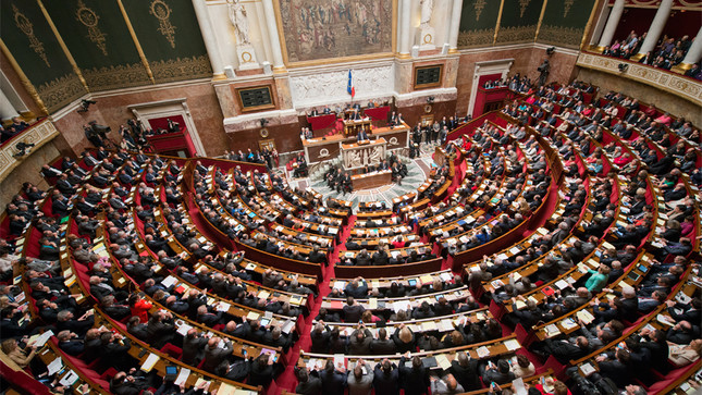 une-seance-dans-l-hemicycle-de-l-assemblee-nationale_slide_full