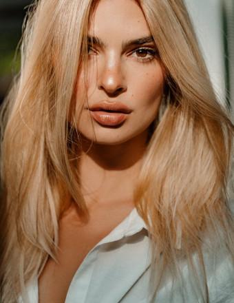 Emily Ratajkowski passe au blond !